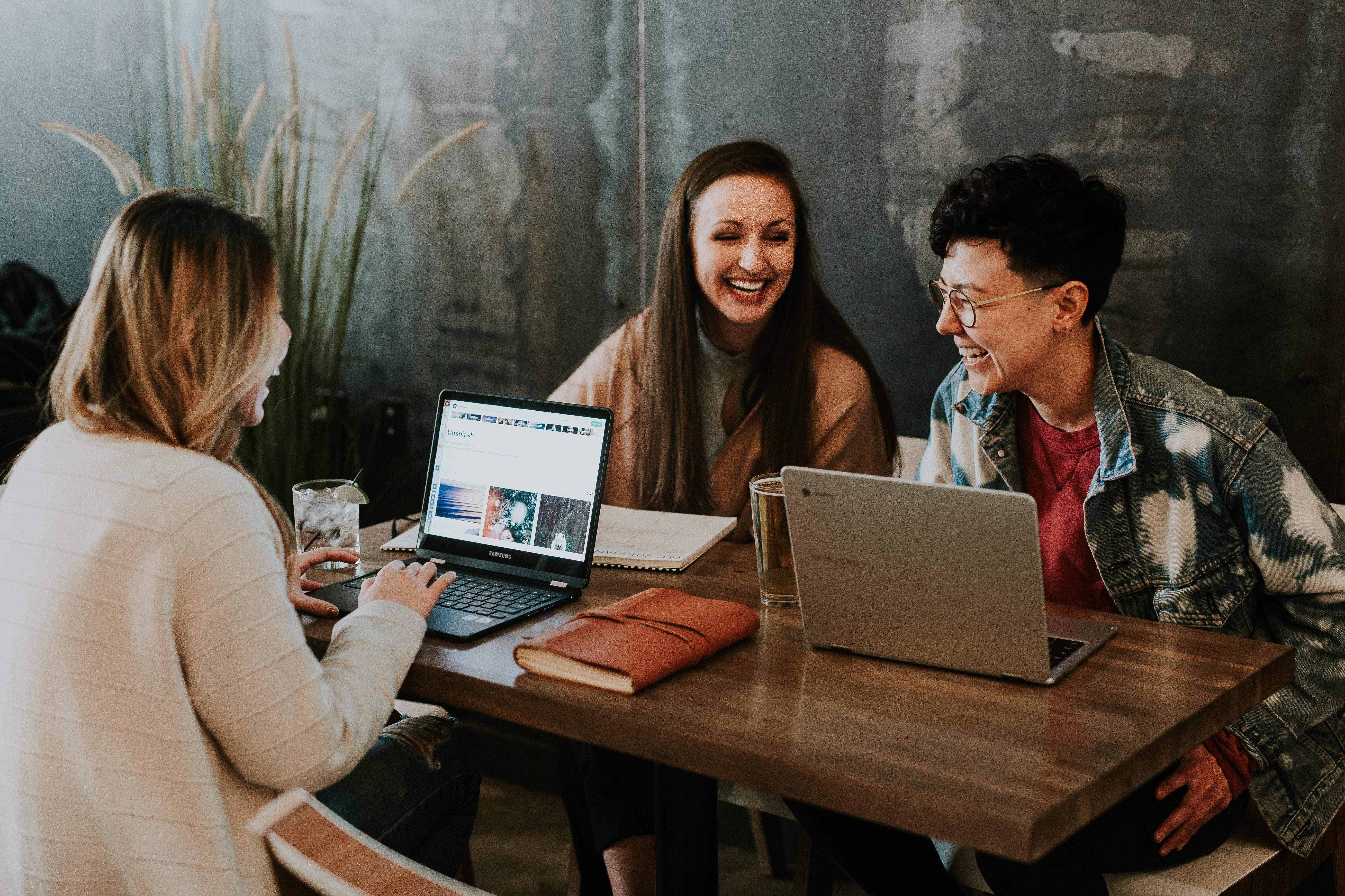 rewardian-guide-to-employee-recognition.jpg